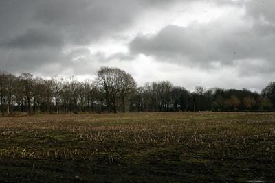 Wolken boven de akker naast Kluse Compane